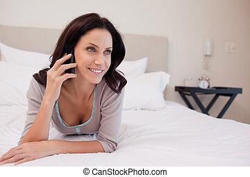 女, ベッド, 持つこと, a, 電話