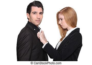 女, ボタンが掛かる, ワイシャツ, の, 人
