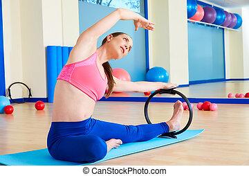 女, マジック, 伸張, pilates, リング, 側, 練習