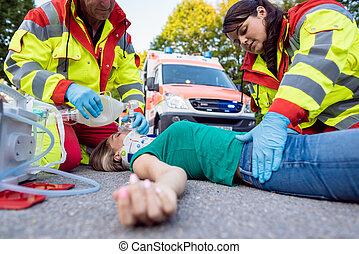 女, モーターバイク, 後で, 医者, 傷つけられる, ventilating, 緊急事態, 事故