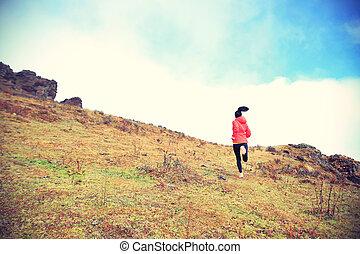 女, ランナー, 山, 若い, 道, ピークに達しなさい, 動くこと