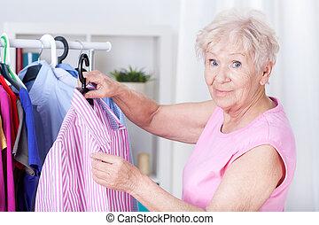 女, ワイシャツ, 年配, 掛かること