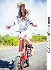 女, 乗馬, ポーズを取る, 自転車, 朗らかである, 最新流行である, 間