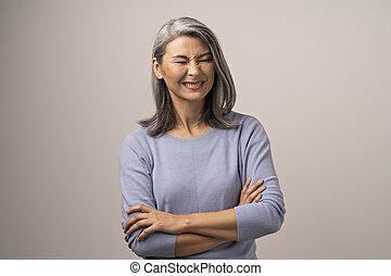 女, 交差する 腕, アジア人, 微笑, シニア
