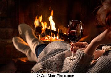 女, 休む, ∥で∥, ワイン ガラス, 近くに, 暖炉