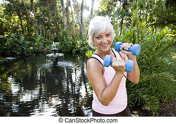 女, 公園, 運動, 手重み, 成長した, 持ち上がること