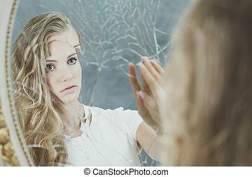 女, 反射, 中に, 壊される, 鏡