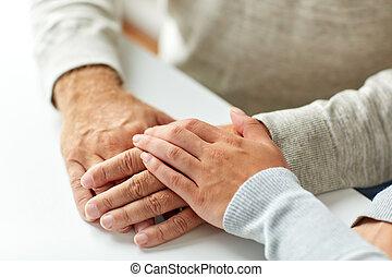 女, 古い, の上, 若い, 保有物, 手, 終わり, 人