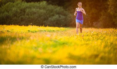 女, 夕方, 日当たりが良い, 若い, 夏, 美しい, 屋外で, 動くこと