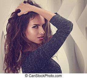 女, 巻き毛, 壁, 構造, 長い間, ヒスパニック, クローズアップ, 背景, hair., 肖像画, ポーズを取る, セクシー, 黒