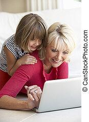 女, 年齢, 若い, 中央, コンピュータ, 使うこと, 女の子, ラップトップ