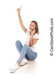 女, 彼女, の上, 電話, ポイント, 微笑, 話す, 偶然