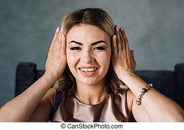 女, 彼女, カバー, 手, 幸せ, 耳