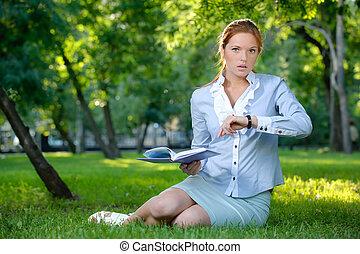 女, 彼女, ビジネス, 時計, 見る, ノート