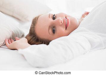 女, 彼女, ベッド, かなり, 微笑, あること