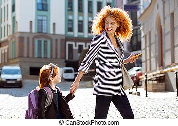 女, 彼女, ポジティブ, 喜ばせられた, 見る, 子供, ∥髪をした∥, 赤