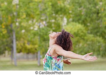 女, 彼女, 伸張, 公園, 後ろ腕, 緑, から