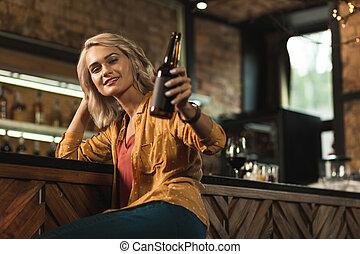 女, 彼女, 勧誘, 飲みなさい, ビール, かなり, ブロンド