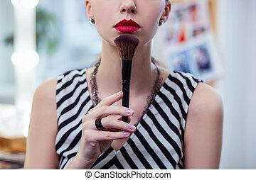 女, 彼女, 構造, 見る, よい, 感動させる顎, ブラシ, すてきである