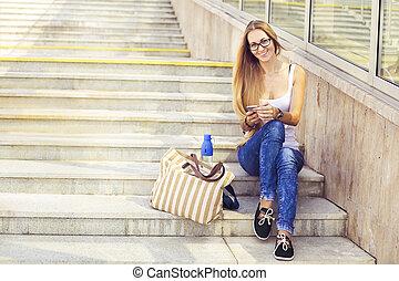 女, 彼女, smartphone, ブロンド, 使うこと, 幸せ