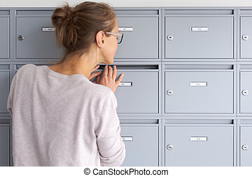 女, 手紙, 彼女, 点検, 若い, メールボックス, 新しい, かなり