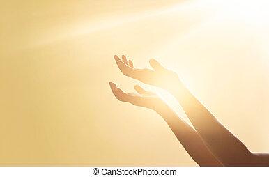 女, 手, 祈ること, ∥ために∥, 祝福, から, 神, 上に, 日没, 背景