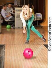 女, 投げる, 若い, クラブ, ボール, ブロンド, ボウリング, 微笑