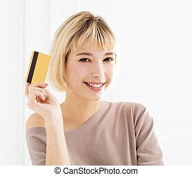 女, 提示, 若い, クレジット, 微笑, カード