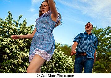 女, 春, 恋人, 開くこと, 若い, 動くこと, park., 楽しみ, 人, 持つこと, sunset.