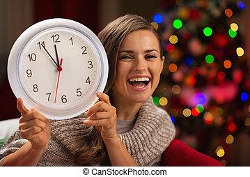 女, 時計, 提示, 木, 前部, クリスマス, 幸せ