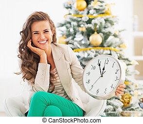 女, 時計, 提示, 木, 若い, 前部, クリスマス, 幸せ