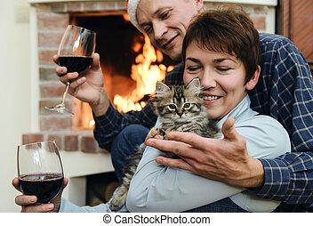 女, 暖炉, 遊び, 人, 子ネコ
