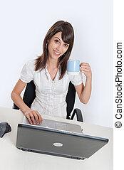 女, 机, 彼女, 大袈裟な表情をしなさい