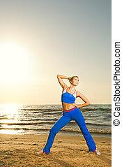 女, 浜, 練習, 日没, 若い, フィットネス, 美しい