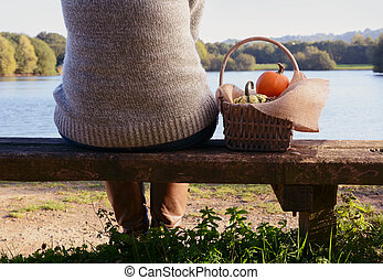 女, 湖, ベンチ, カボチャ, バスケット, 座る