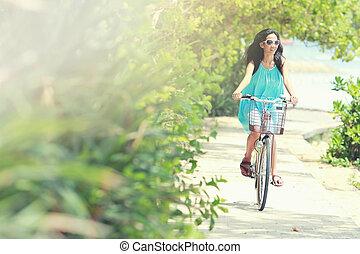 女, 自転車, 楽しみ, 乗馬, 浜, 持つこと
