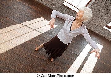 女, 舞踏会場, 可能, ダンス, ステップ, 勉強, 新しい, 年を取った