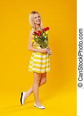 女, 花束, 春の花, 保有物, ブロンド