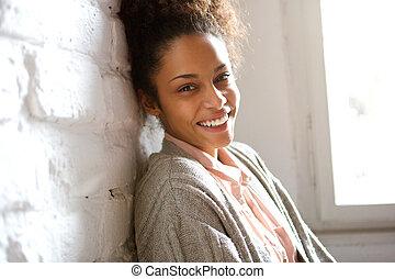 女, 若い, アメリカ人, 魅力的, アフリカ, 微笑