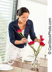 女, 若い, 夕食, 手配する, テーブル, 花