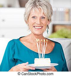 女, 蝋燭, 火をつけられた, birthday, 保有物, ケーキ, 家, シニア