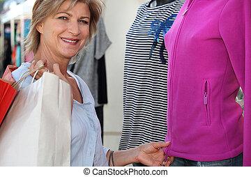 女, 衣服の 買物をすること