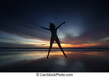 女, 跳躍, 浜, ∥において∥, 日没
