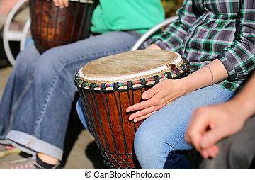 女, 遊び, 上に, アフリカ, jambe, ドラム