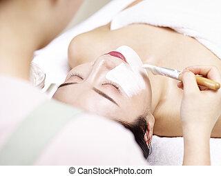 女, 適用, マスク, 若い, 顔, アジア人, 美顔術, 美容師