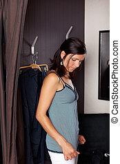 女, 部屋, 見る, 新しい, 変化する, ワイシャツ