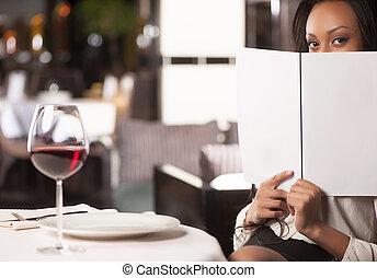 女, 降下, レストランメニュー, モデル, menu., 見る, 間, 魅力的, アフリカ, 女性, から