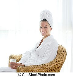 女, bathrobl, モデル, リラックスした, 水 ガラス, 把握