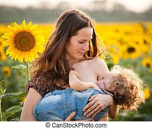 女, breastfeeding, 赤ん坊