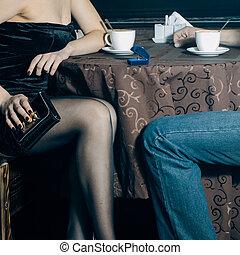 女, cafe., 提供, 結婚しなさい, マレ, クローズアップ, 女性手, 日付, の間, 足, 作り, 人